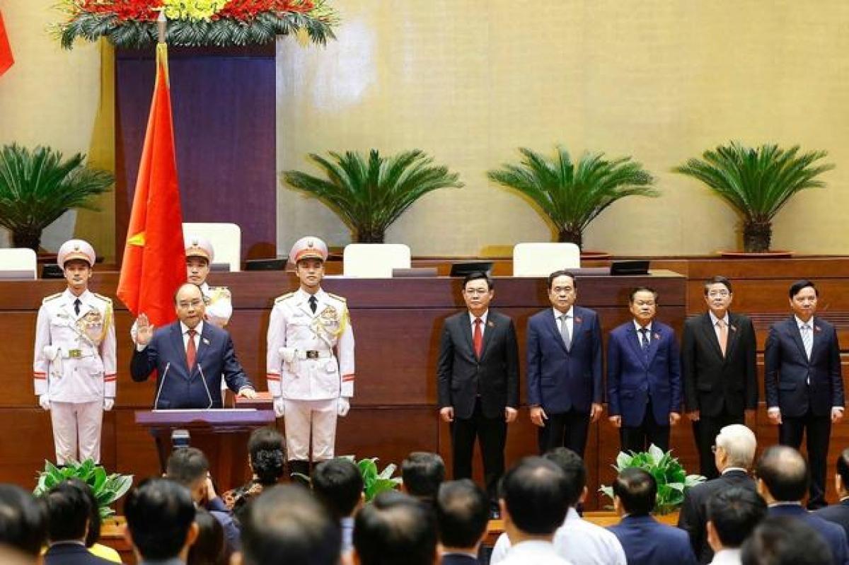 Hình ảnh Chủ tịch nước Nguyễn Xuân Phúc tuyên thệ nhậm chức do Tân Hoa Xã đăng tải.