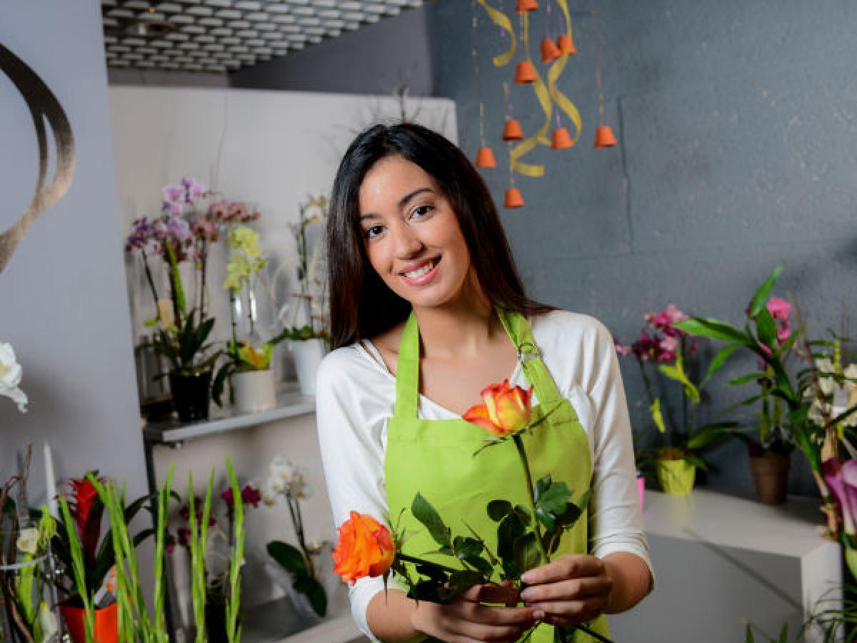 Lợi ích số 1: Hoa có thể tác động đến cảm xúc của bạn. Hương thơm và màu sắc của hoa tạo nên một không gian thư giãn, nhờ đó cảm xúc của bạn cũng được cải thiện đáng kể.