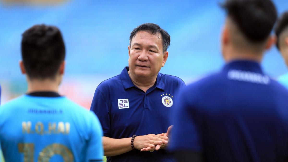 HLV Hoàng Văn Phúc thay HLV Chu Đình Nghiêm dẫn dắt Hà Nội FC (Ảnh: HNFC).