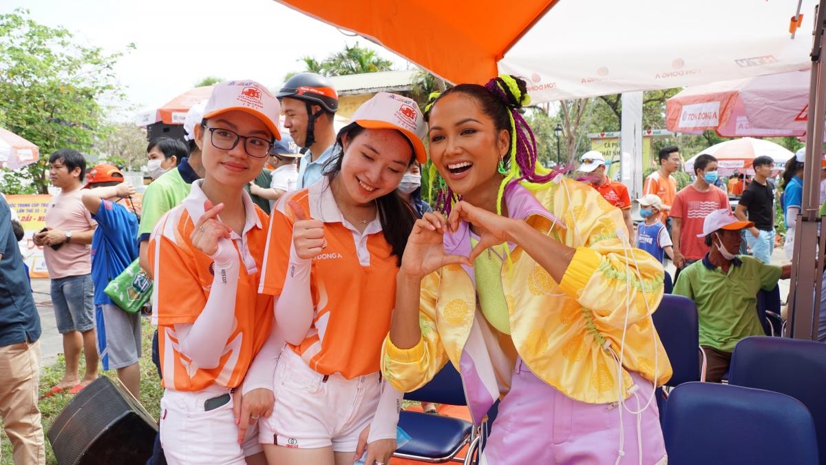 Chính tinh thần thể thao đã truyền cảm hứng mạnh mẽ cho H'Hen Niê, đó cũng là lý do cô nhận lời đồng hành cùng cuộc đua năm 2018, 2020, 2021.