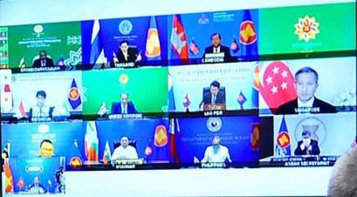 Đối thoại trực tuyến 3 bên mở rộng giữa các Bộ trưởng Ngoại giao ASEAN và Ngoại trưởng Anh diễn ra theo hình thức trực tuyến. Nguồn: Bộ Ngoại giao