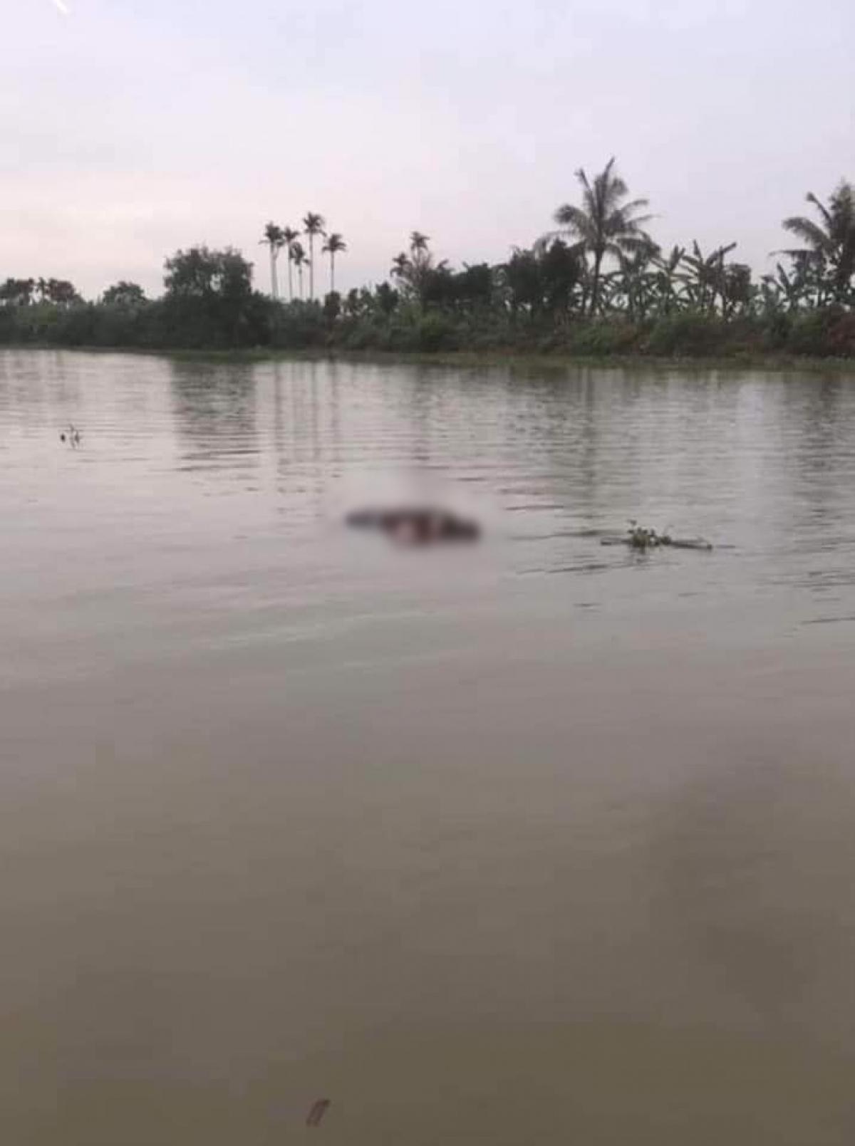 Tìm thấy 1 trong 2 phụ nữ mất tích trong vụ lật thuyền trên sông Văn Úc (Hải Phòng). Ảnh CTV.