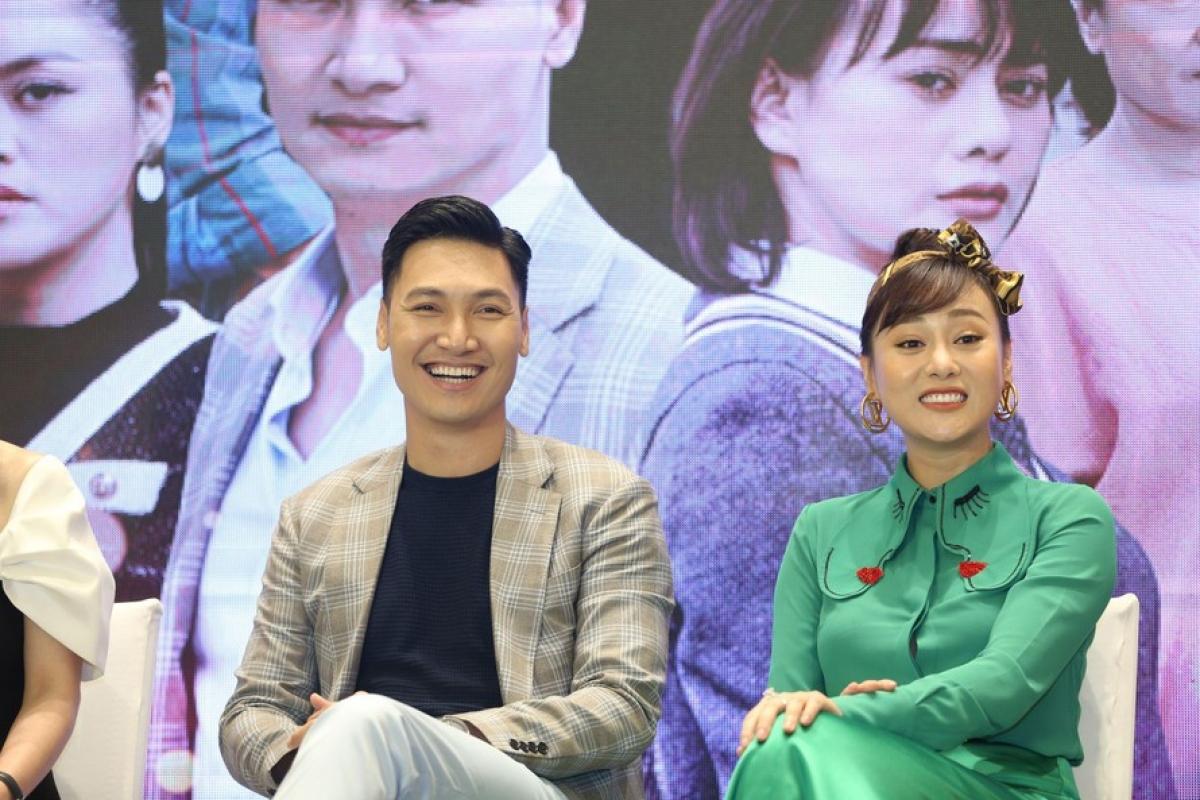 Mạnh Trường và Phương Oanh tại họp báo phim.