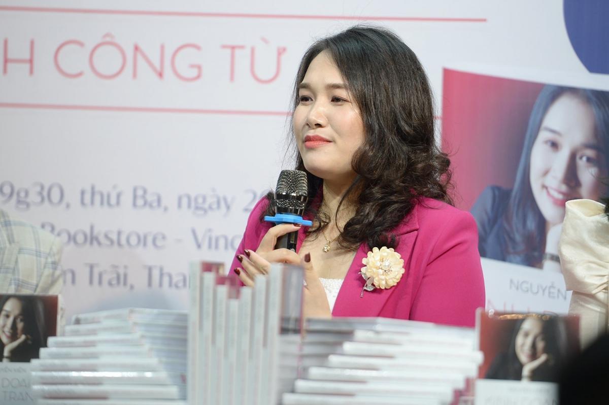 Tác giả Nguyễn Mến ra mắt cuốn sách về thời trang.