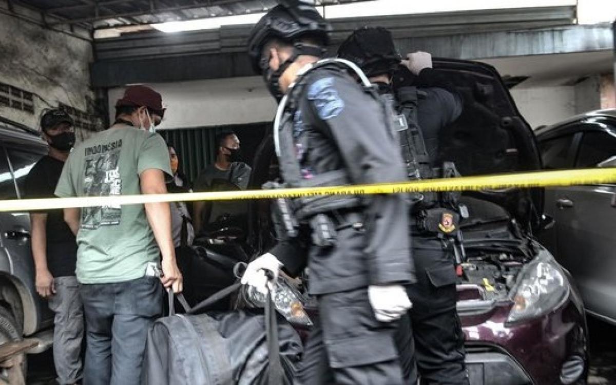Cảnh sát Indonesia truy bắt khủng bố. Ảnh: Merdeka.