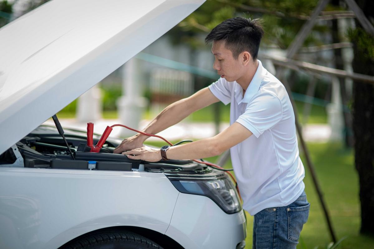 Cùng với chương trình lái thử xe, dịp này,khách hàng đang sử dụng xe Jaguar & Land Rover có nhu cầu bảo dưỡng xe theo dịch vụ tiêu chuẩn chính hãng cũng sẽ nhận được các ưu đãi riêng.