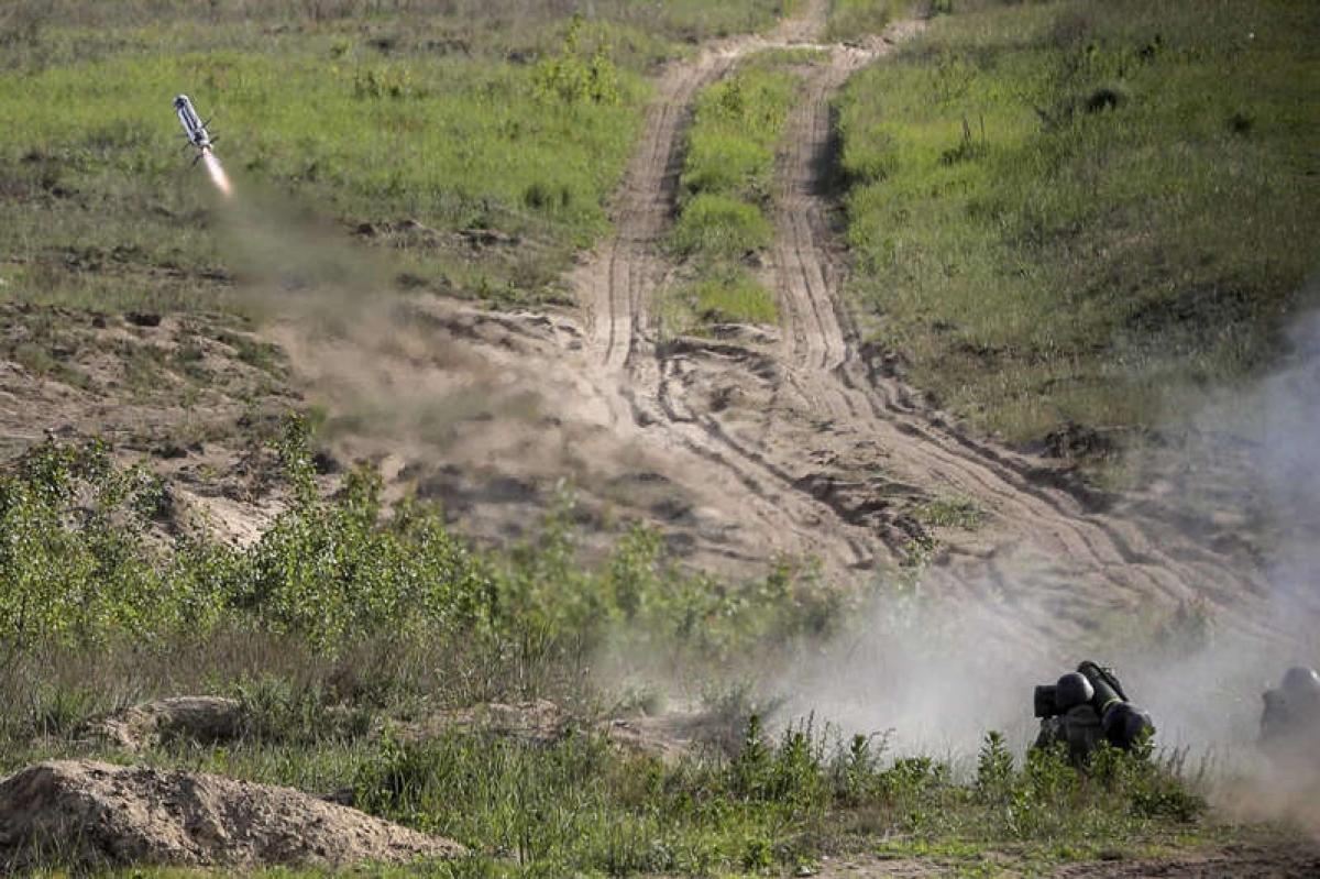 Binh sỹ Ukraine phóng tên lửa chống tăng Javelin trong cuộc diễn tập quân sự ở ngoại ô Kiev năm 2018. Ảnh: AP