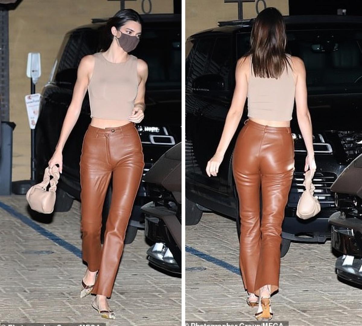 Người đẹp sinh ra trong gia đình nổi tiếng, là em cùng mẹ khác cha của Kim Kardashian nhưng cô sở hữu chiều cao vượt trội 1m79, gương mặt xinh đẹp và body tuyệt mỹ.