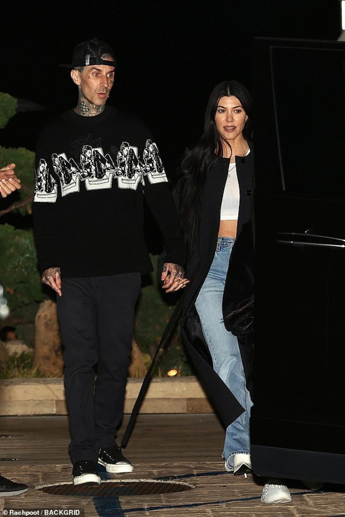 Kourtney Kardashian đang có chuyện tình ngọt ngào, hạnh phúc bên bạn trai mới Travis Barker.