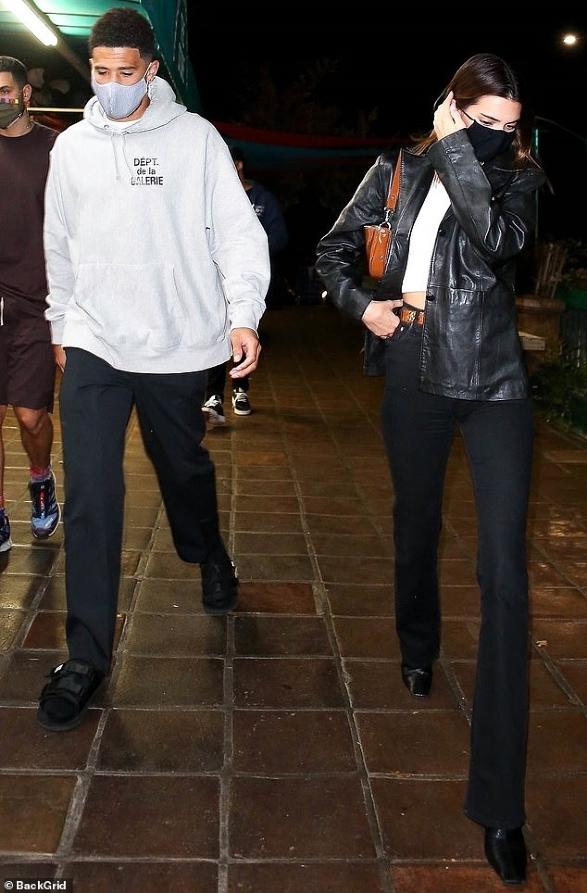 Hiện tại, Kendall Jenner vẫn khá kín tiếng và chưa phản hồi trước tin đồn này./.