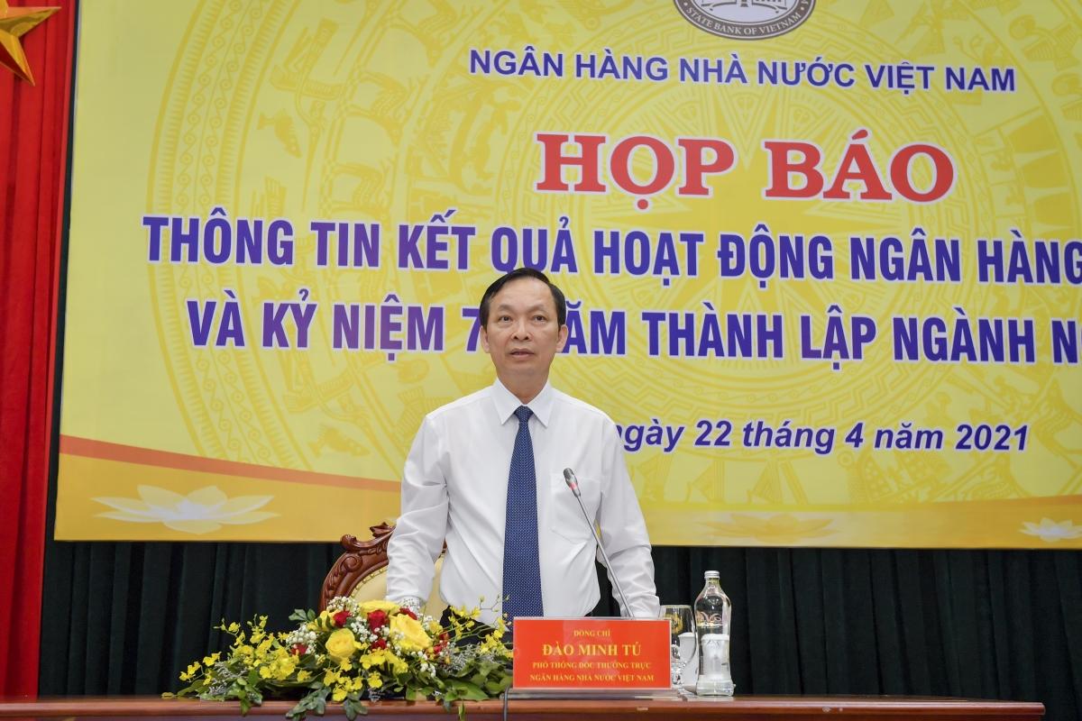 Phó Thống đốc thường trực NHNN Đào Minh Tú phát biểu tại họp báo