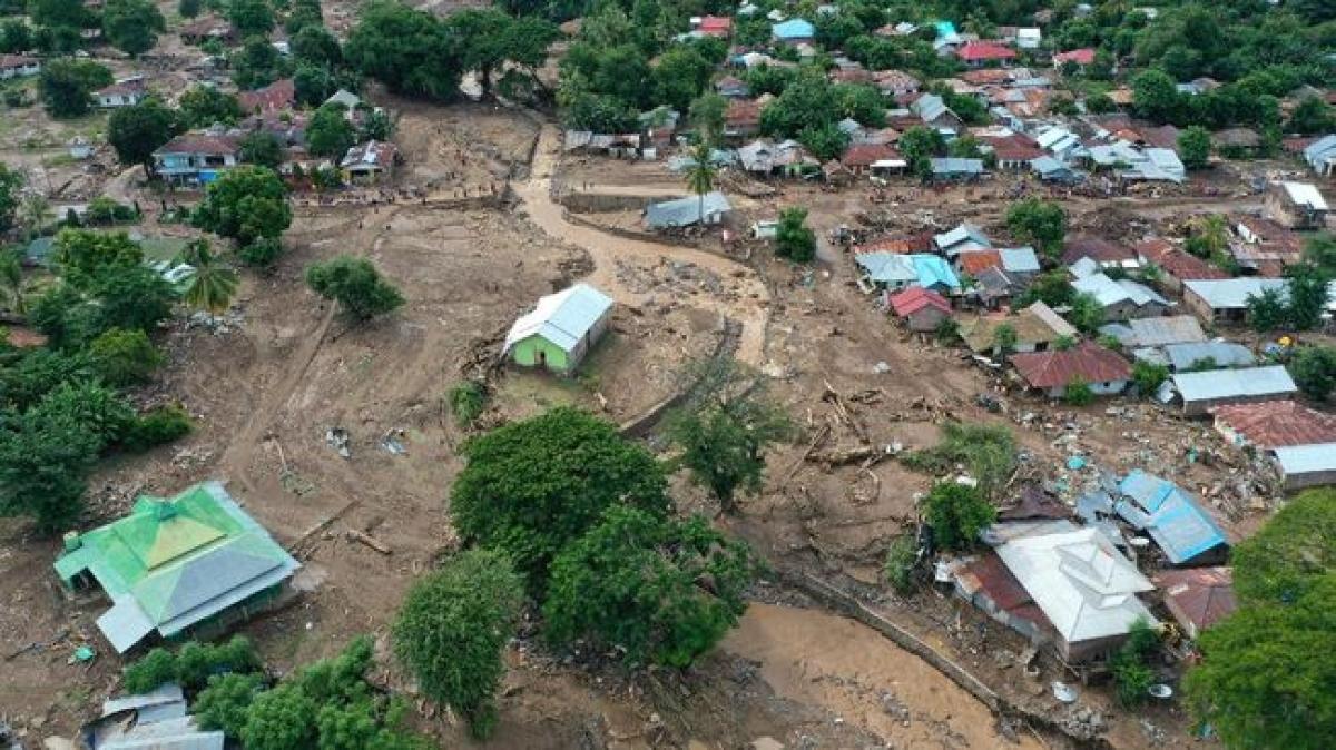 Bão tàn phá Đông Nusa Tenggara của Indonesia. (Ảnh: CNN Indonesia)