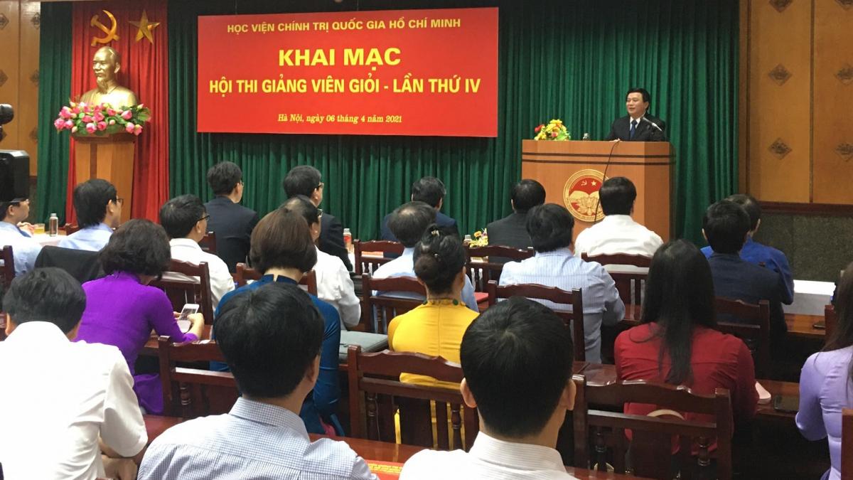 Giám đốc Học viện Chính trị Quốc gia Hồ Chí Minh Nguyễn Xuân Thắng phát biểu tại lễ khai mạc.