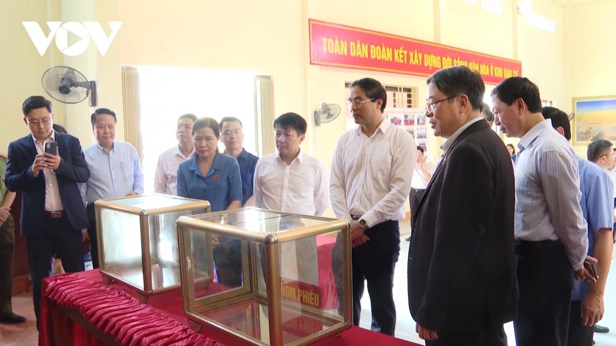 Đoàn công tác kiểm tra việc chuẩn bị bầu cử tại phường Bắc Cường, thành phố Lào Cai.