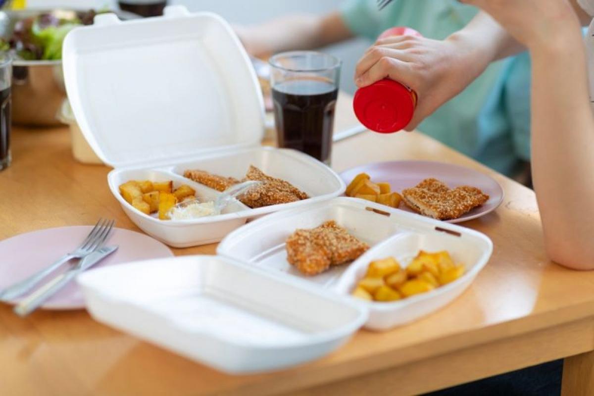 Nói không với muối: Việc hạn chế ăn muối đặc biệt quan trọng đối với người mắc bệnh gan nhiễm mỡ. Ăn nhiều muối có thể khiến mỡ tích tụ nhiều hơn trong gan nói riêng và trên toàn cơ thể nói chung, gây tích nước và tăng cân./.
