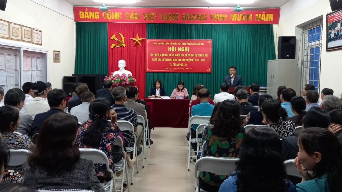 Một hội nghị lấy ý kiến nhận xét, tín nhiệm đối với người ứng cử ĐBQH và đại biểu HĐND các cấp nhiệm kỳ 2021 – 2026 trên địa bàn quận Long Biên. (Ảnh: MTTQ TP Hà Nội)