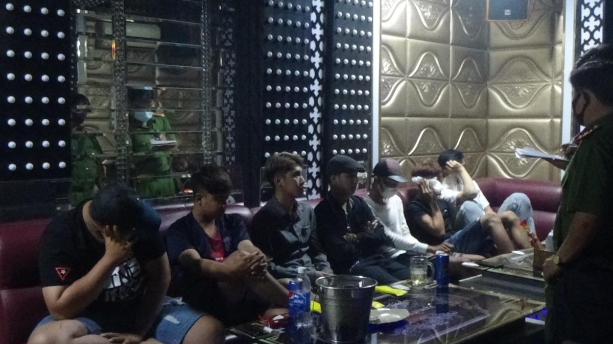 Nhiều đối tượng tại cơ sở kinh doanh karaoke Hồng Ngọc đã sử dụng chất ma túy.