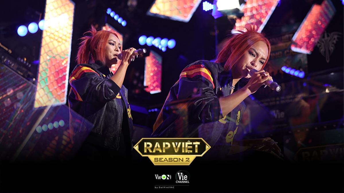 """Người mẫu """"The Face"""" Mai Ngô trổ tài rap trên sân khấu lớn."""