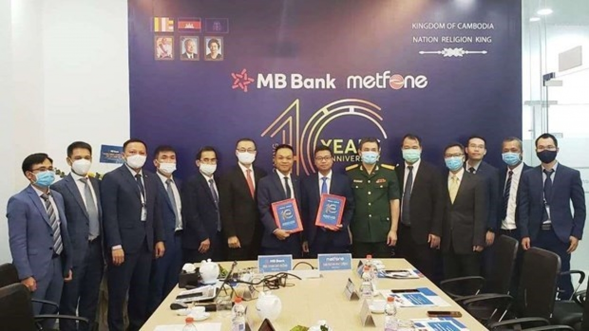 MBBank and Metfone sign a US$100 million credit package for 2021.