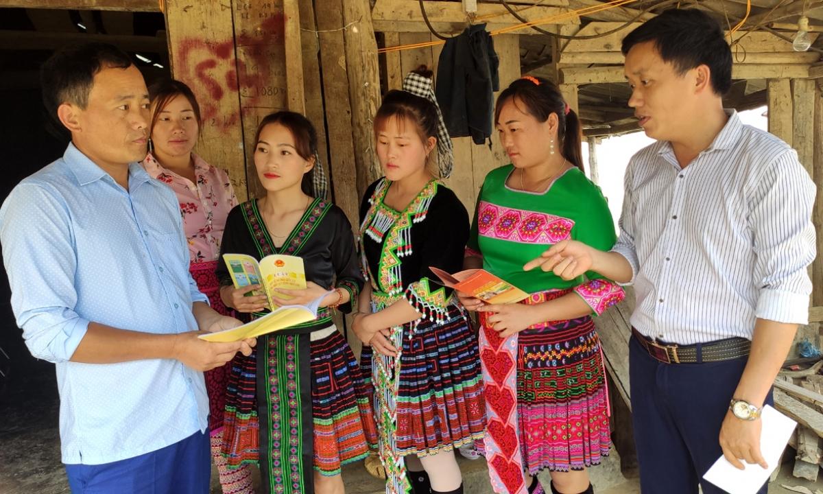 Mỗi người dân ở Lai Châu là một tuyên truyền viên tích cực về ngày bầu cử.