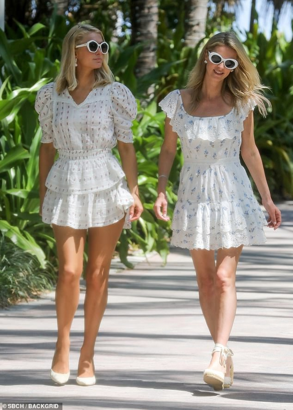 Thời điểm này, Paris Hilton ít xuất hiện cùng em gái Nicky Hilton do bận rộn với chuyện riêng tư.