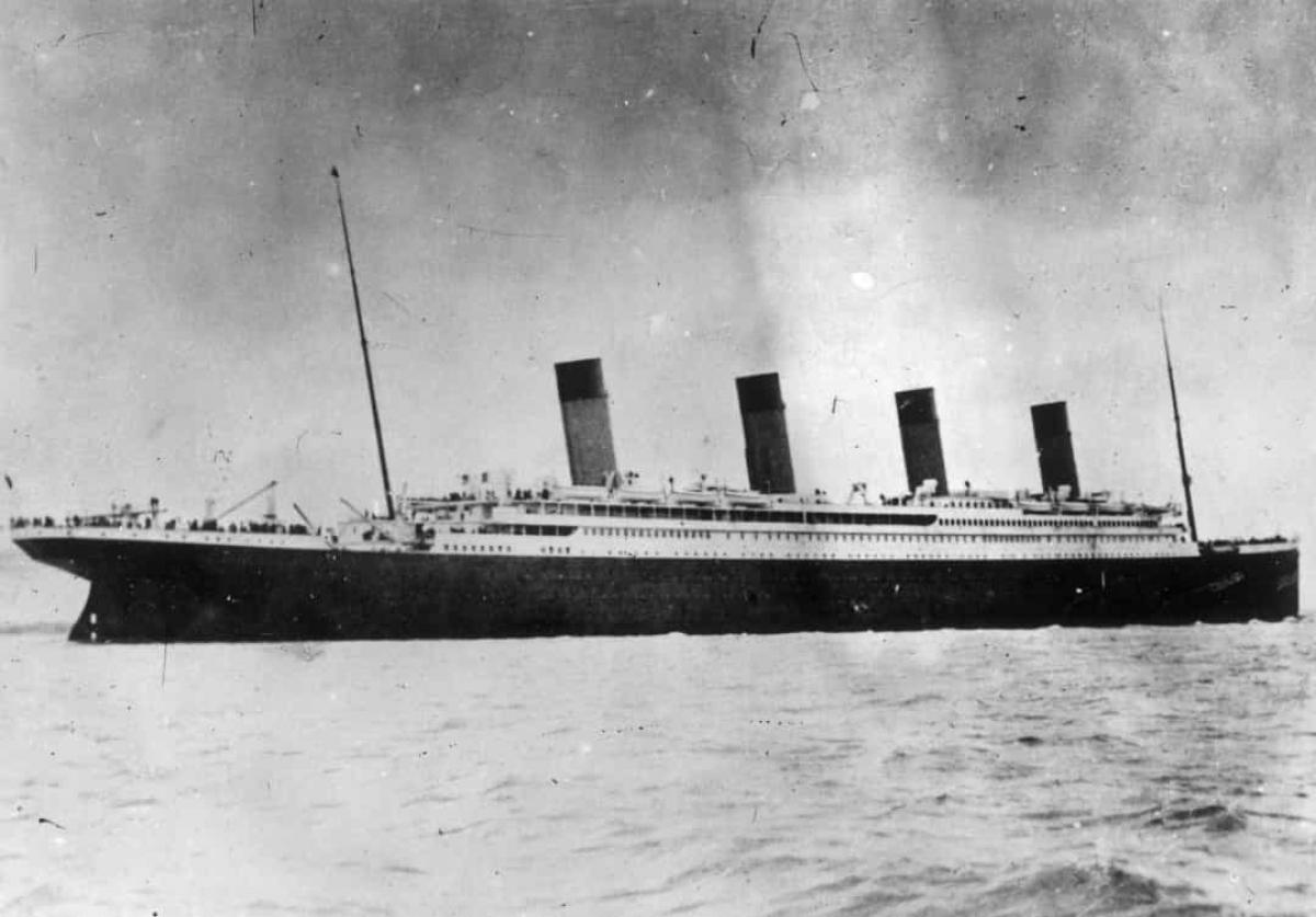 Ống khói thứ tư của tàu Titanic không phục vụ mục đích gì. Nó chỉ được xây dựng thêm để tạo ra sự đối xứng.