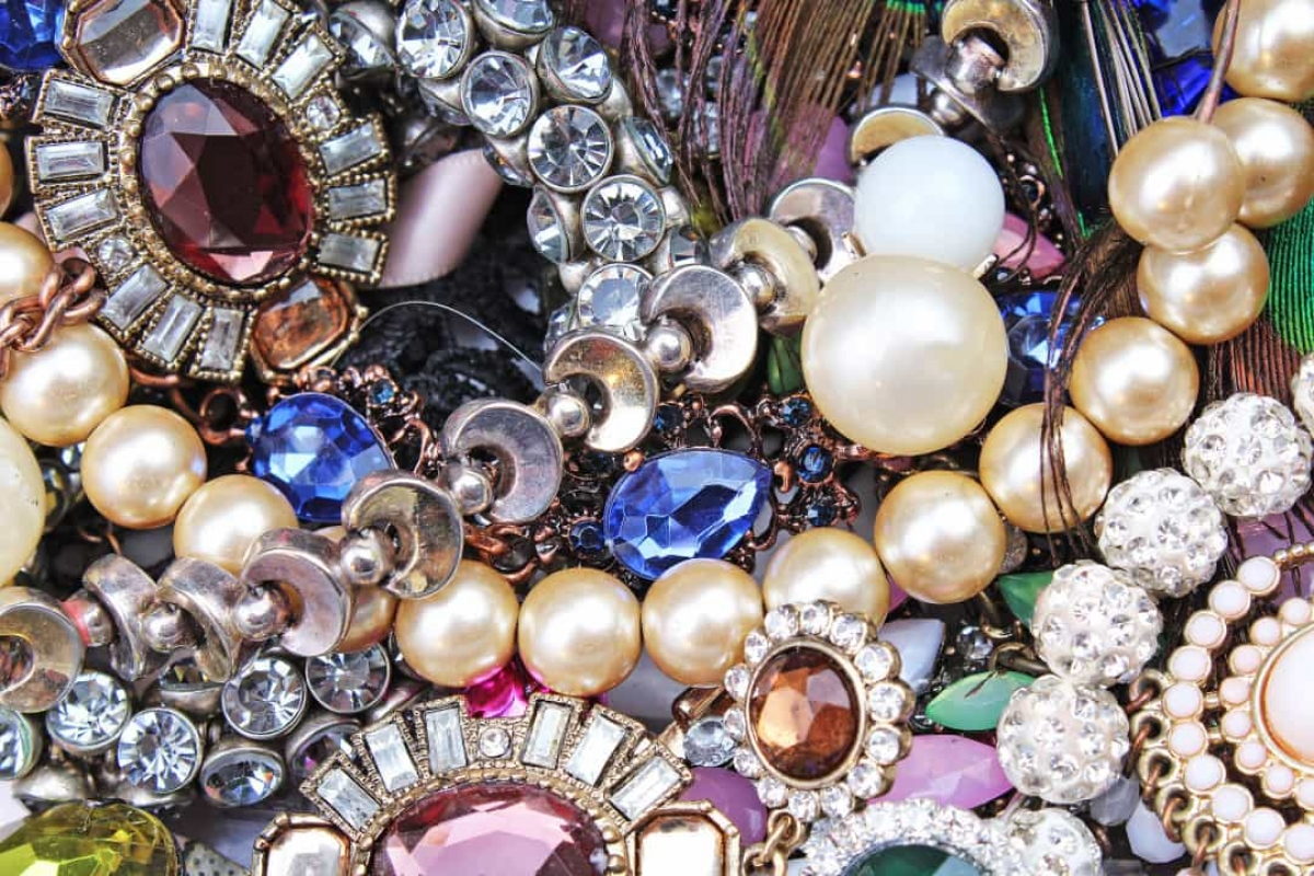 Tổng số vật dụng bị mất trong thảm họa, bao gồm đồ trang sức và tiền mặt, trị giá khoảng 6 triệu USD.