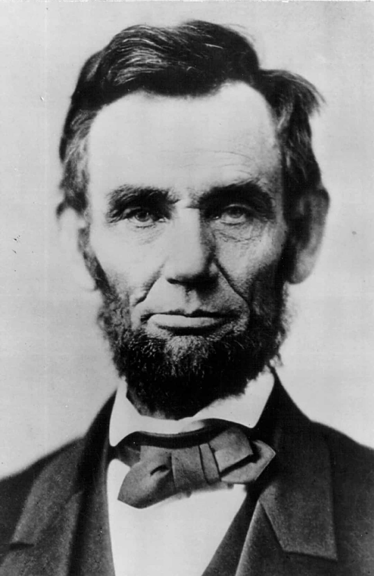 Vụ ám sát Tổng thống Abraham Lincoln (ngày 14/4/1865).John Wilkes Booth, mộtdiễn viênngười Mỹ tại Maryland, là ngườiđãám sátTổng thống Abraham Lincolntại Ford's Theatre, Washington DC vàongày 14/4/1865. Ông Lincolnmất ngày hôm sau vì vết đạn duy nhất bịbắn vào đầu.