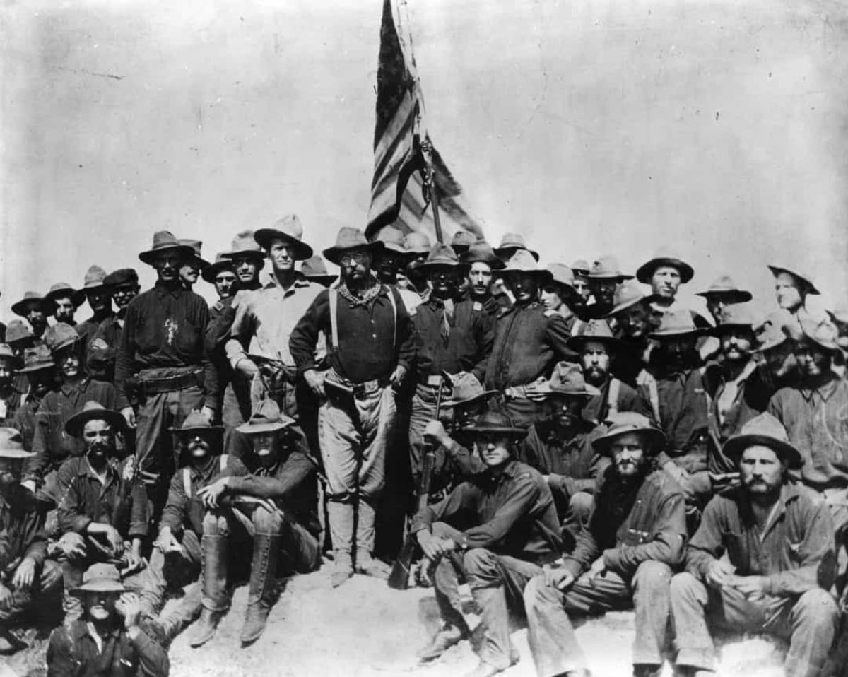 Chiến tranh Mỹ-Tây Ban Nha (ngày 21/4/1898).Chiến tranh giữa hai quốc gia nổ ra do hậu quả của việc Mỹ can thiệp vào Chiến tranh giành độc lập ở Cuba và mua lại các thuộc địa của Tây Ban Nha ở Thái Bình Dương.Ngày 21/4, Tây Ban Nha cắt đứt quan hệ ngoại giao với Mỹ, một ngày sau khi Tổng thống William McKinley ký nghị quyết cho phép sử dụng vũ lực quân sự Mỹ để giúp Cuba giành độc lập.