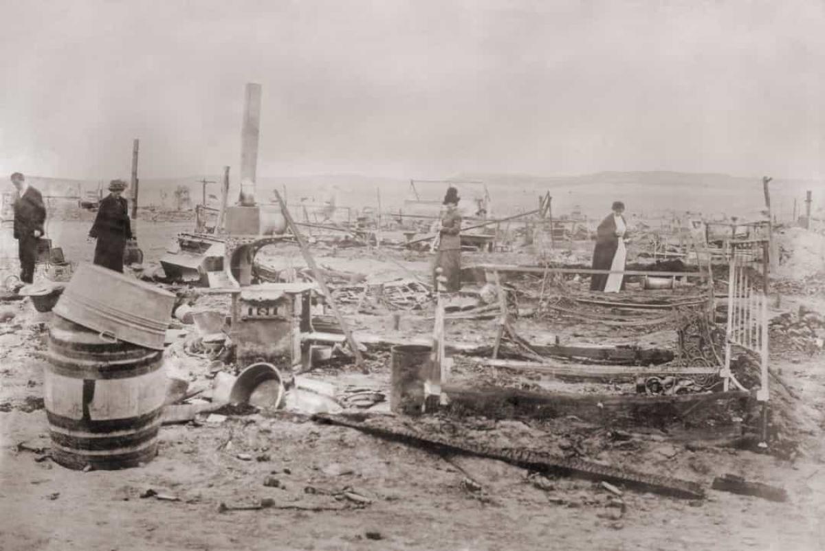 Thảm sát Ludlow (ngày 20/4/1914).Vụ thảm sát là đỉnh điểm của Chiến tranh Than Colorado, một cuộc nổi dậy lao động lớn từ năm 1913-1914.Vụ thảm sát là kết quả của cuộc tấn công của Lực lượng Vệ binh Quốc gia Colorado và lính của Công ty Nhiên liệu & Sắt Colorado vào một ngôi làng lều của 1.200 công nhân khai thác than. Khoảng 20 đã thiệt mạng, đa số là trẻ em, do ngạt thở và bỏng.