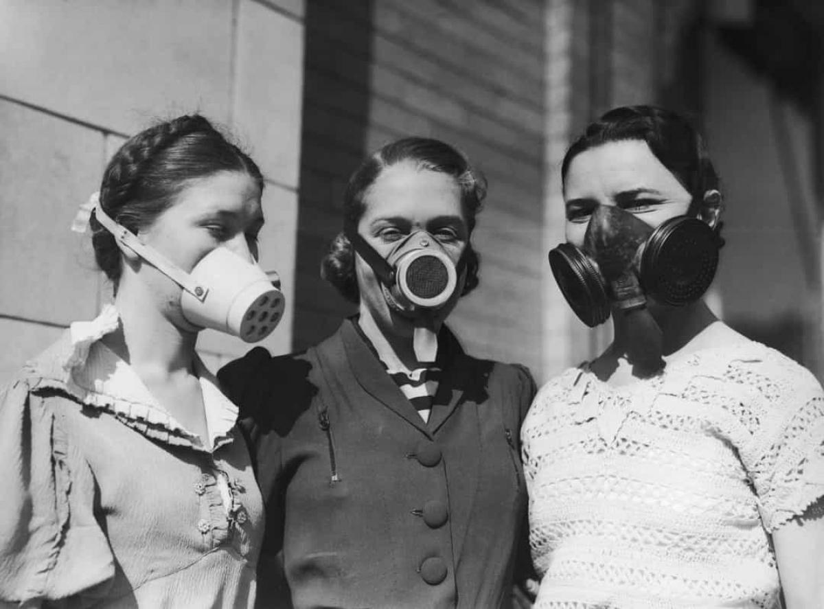 Black Sunday (ngày 14/4/1935).Black Sunday (Chủ nhật Đen) là tên gọi của một cơn bão bụi đặc biệt nghiêm trọng xảy ra vào ngày 14/4/1935 như một phần của Dust Bowl (sự kiện nổi bật với hiện tượng rất nhiều cơn bão và lốc hoành hành ở các đồng cỏ tại khu vực Bắc Mỹở Mỹ vào những năm 1930). Đây là một trong những trận bão bụi tồi tệ nhất trong lịch sử nước Mỹ và gây ra thiệt hại to lớn về kinh tế và nông nghiệp.