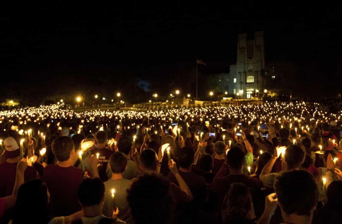 Vụ nổ súng ở Đại học Bách khoa Virginia (ngày 16/4/2007).Vụ xả súng ở trường đại học này được thực hiện bởi một sinh viên năm cuối, khiến 32 người thiệt mạng và 17 người khác bị thương. Đâylà vụ xả súng tại trường học đẫm máu nhất diễn ra ở Mỹ kể từ năm 1927.