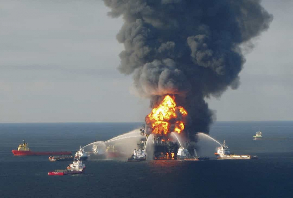 Vụ tràn dầu Deepwater Horizon (ngày 20/4/2010).Đây được coi là sự cố tràn dầu trên biển lớn nhất trong lịch sử ngành dầu khí. Vụ tràn đã gây ra thiệt hại lớn đối với môi trường sống của các loài động vật hoang dã và biển, đồng thời ảnh hưởng đến các ngành đánh bắt và du lịch trong khu vực.