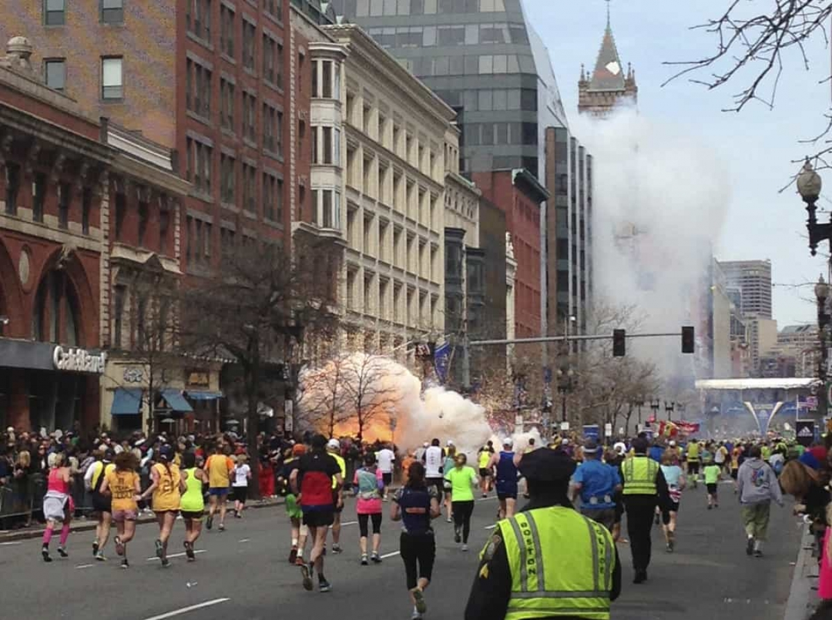 Vụ đánh bom cuộc thi Marathon ở Boston (ngày 15/4/2013).Hai anh em người Mỹ gốc Kyrgyzstan phải chịu trách nhiệm cho 2 quả bom nồi áp suất phát nổ gần vạch đích khiến 3 người thiệt mạng và 264 người bị thương.