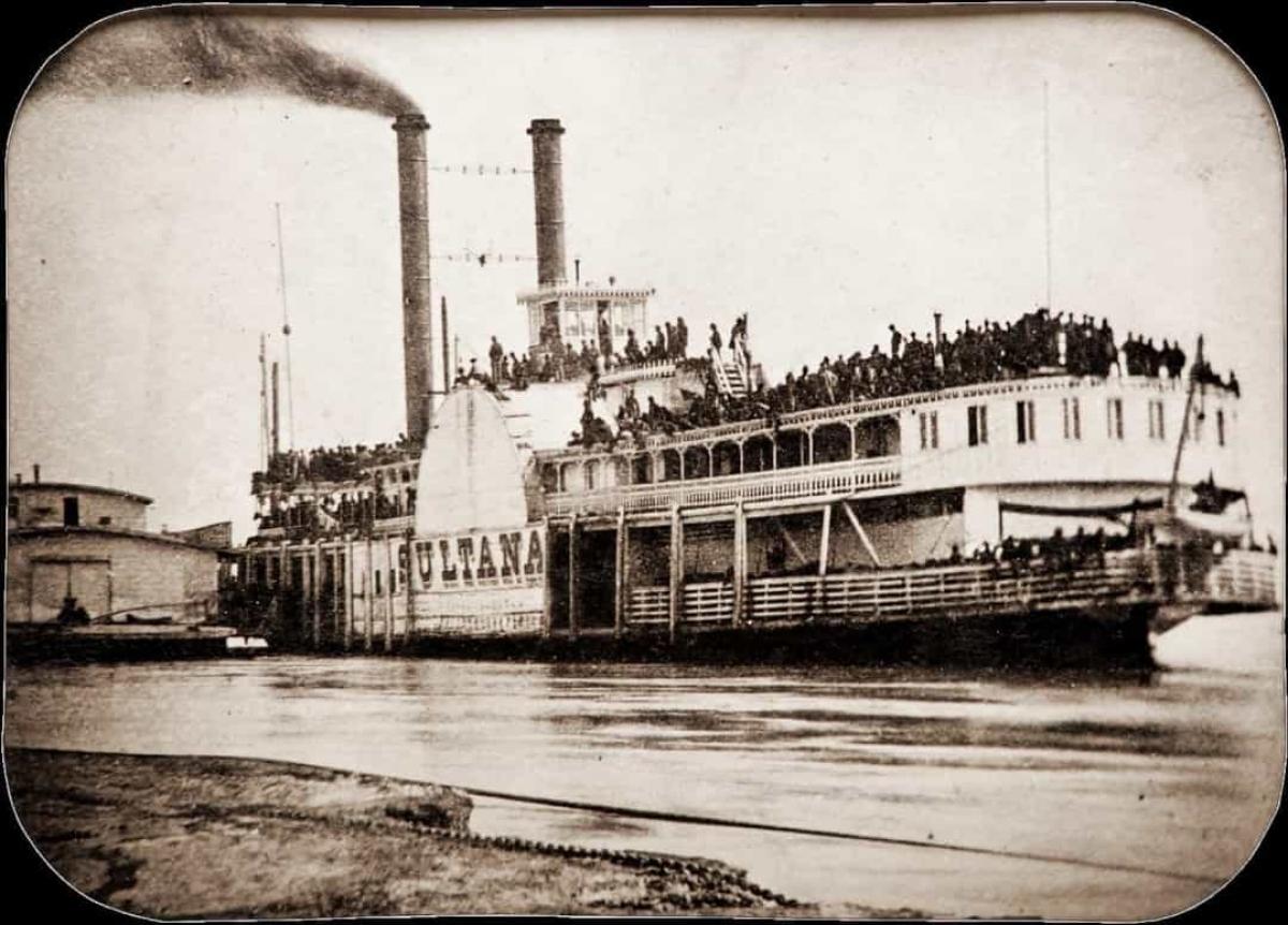 Vụ nổ tàu Sultana (ngày 27/4/1865).Vào ngày 27/4/1865, chiếc tàu Sultana đã phát nổ, trở thành thảm họa hàng hải tồi tệ nhất trong lịch sử nước Mỹ. Mặc dù được thiết kế để chở 376 hành khách, tàu Sultana đã chở tới 2.155 người. 3 trong số 4 nồi hơi của con thuyền phát nổ trước khi chìm, khiến 1.192 hành khách thiệt mạng.