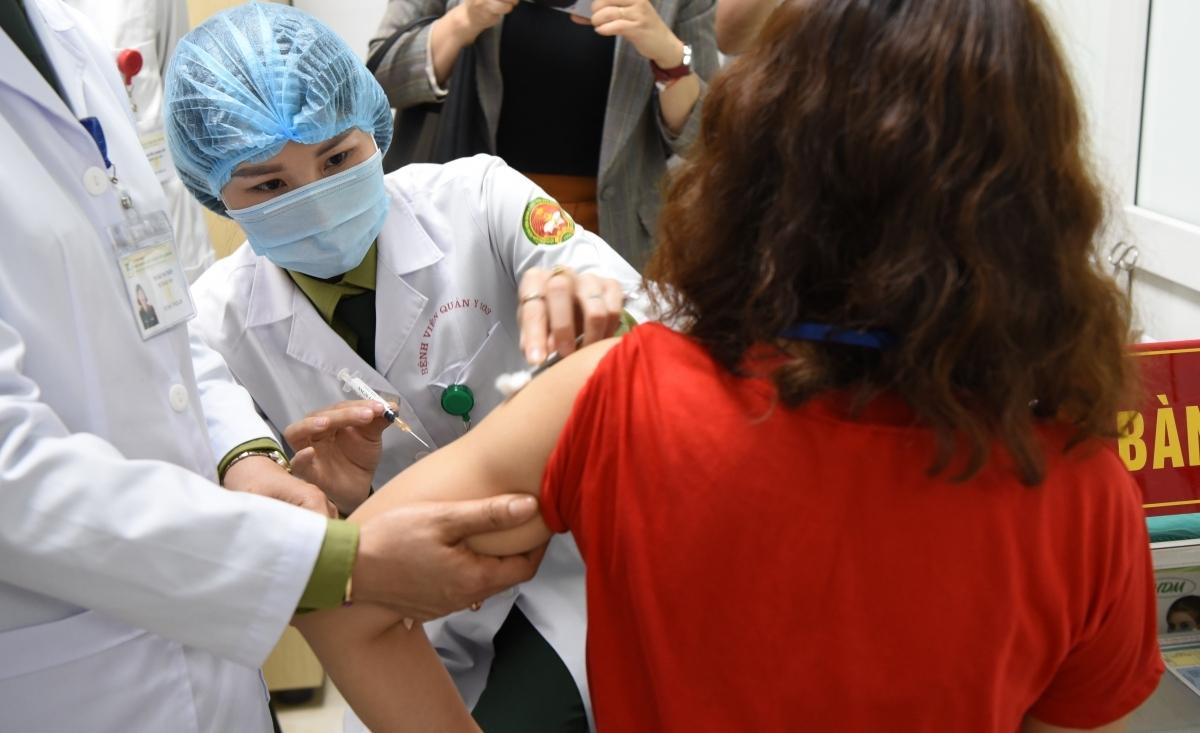 Các tình nguyện viên tham gia thử vaccine COVID-19 Nano Covax giai đoạn 2.