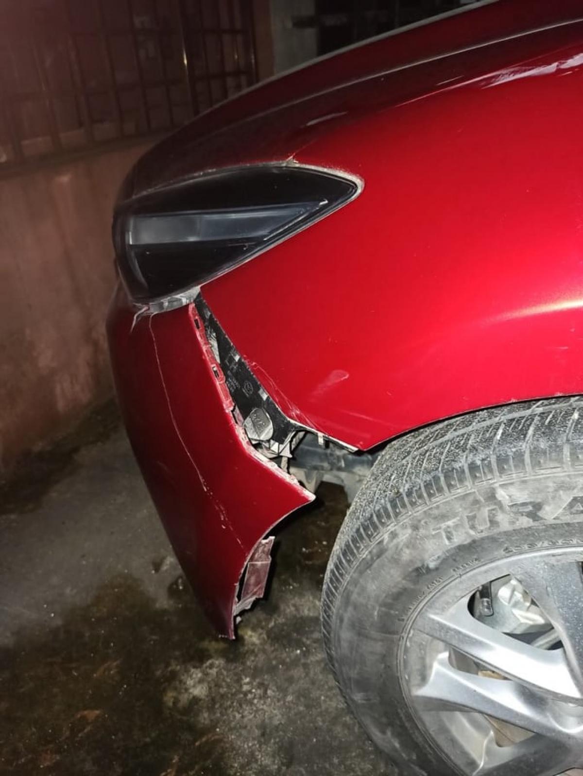 Vị trí va chạm, khiến chiếc xe hư hỏng.