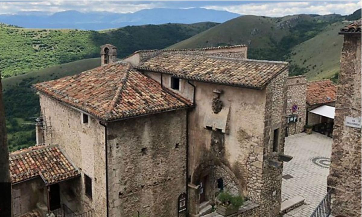Nhiều ngôi làng ở Italy tha thiết mời người tới ở.