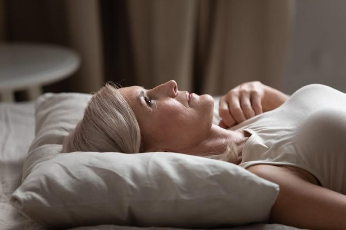 Da ngứa ngáy, kích ứng: Các bệnh ngoài da như bệnh chàm hay viêm da, mẩn ngứa có thể là nguyên nhân phá rối giấc ngủ của bạn. Bệnh chàm có thể gây những thay đổi trong hệ miễn dịch, dẫn đến phản ứng viêm, từ đó khiến bạn ngủ không ngon.