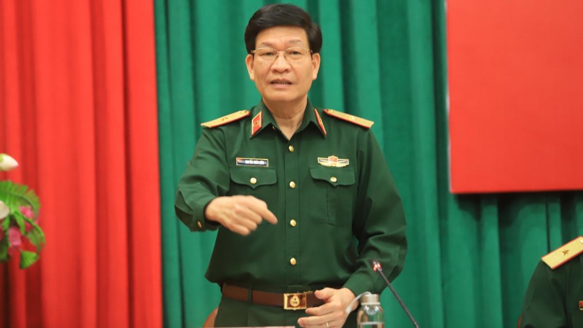 Thiếu tướng Nguyễn Xuân Kiên thông tin tại họp báo.