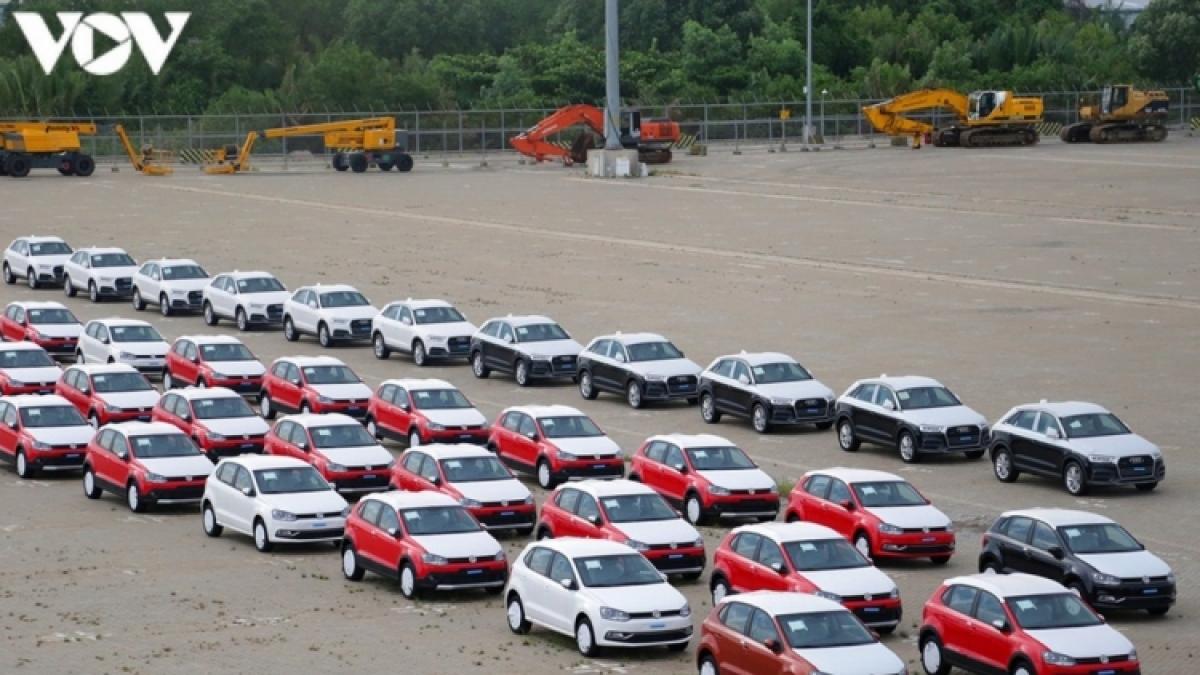 Xe nhập khẩu về Việt Nam trong tháng 3 tăng mạnh về số lượng.
