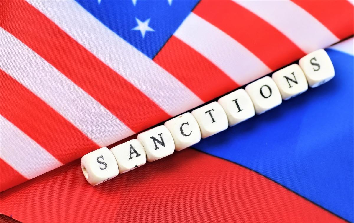 """""""Cuộc chiến trừng phạt"""" Mỹ-Nga đang leo thang chưa có điểm dừng; Nguồn: oneworld.press"""