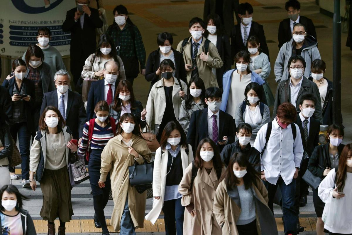 Nhật Bản xem xét ban bố tình trạng khẩn cấp trở lại. Ảnh: Japan Times