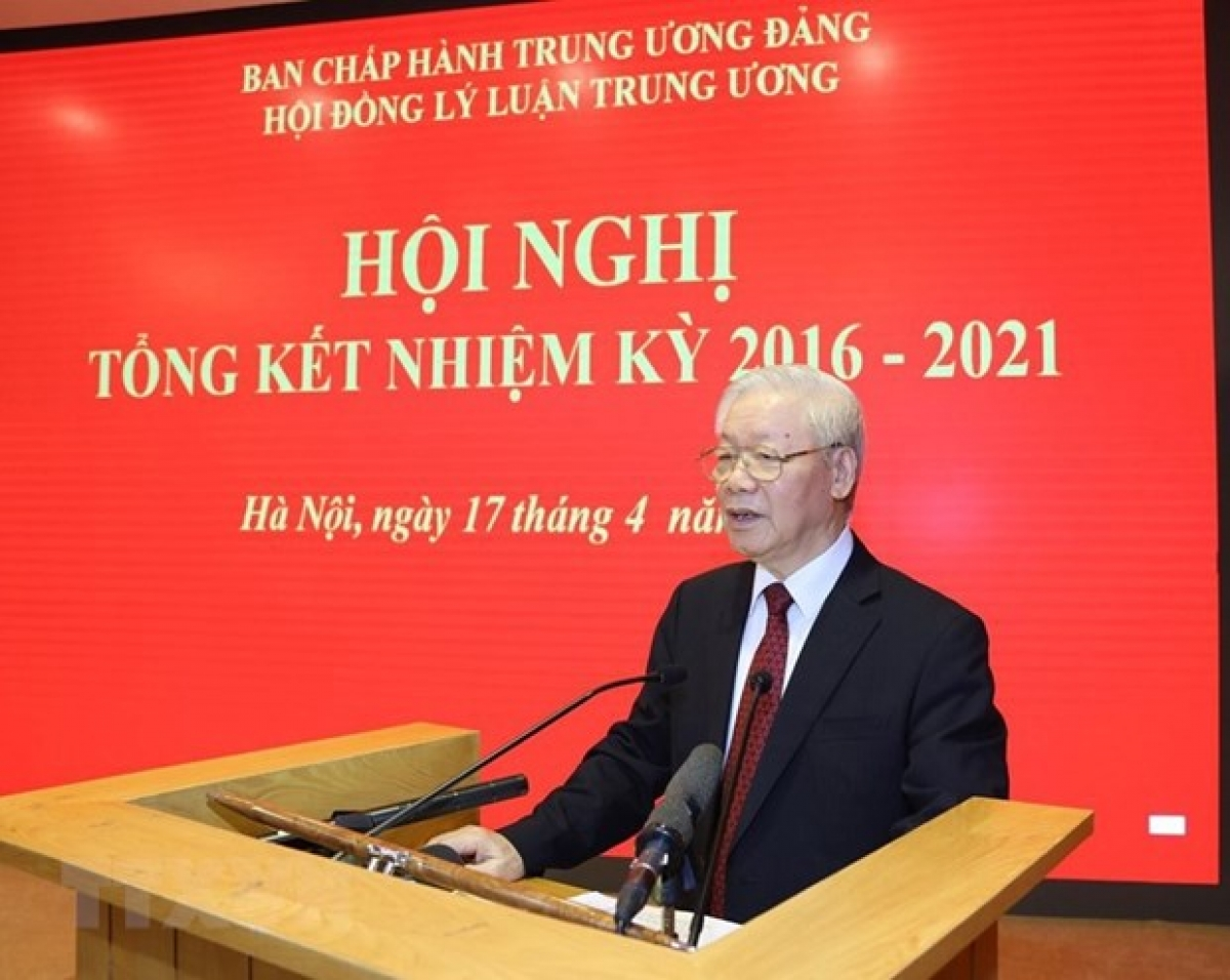 Party General Secretary Nguyen Phu Trong addresses the meeting of the Theoretical Council in Hanoi on April 17 (Photo: VNA)