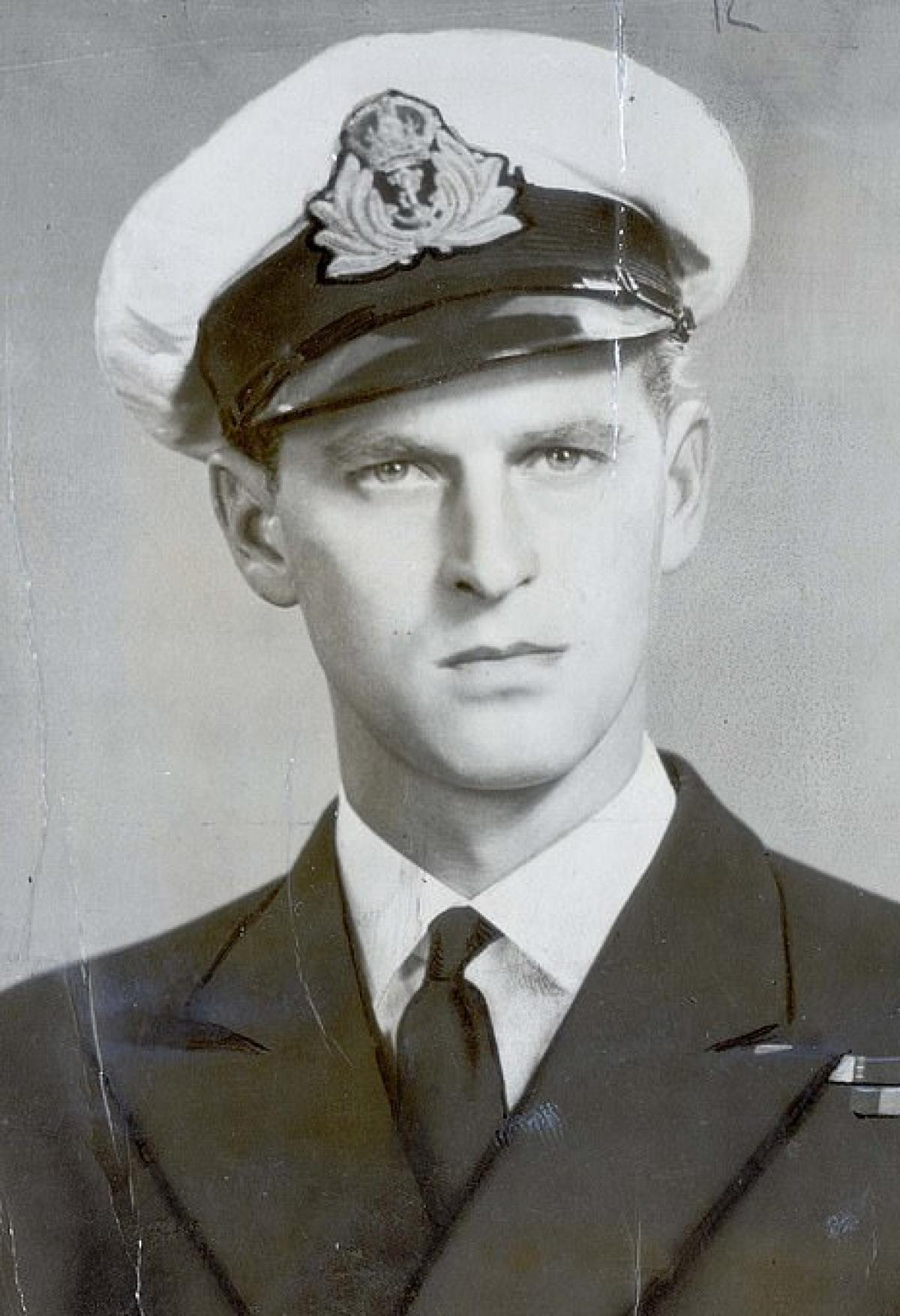 Hoàng thân Philip năm 21 tuổi. Ảnh: Daily Mail