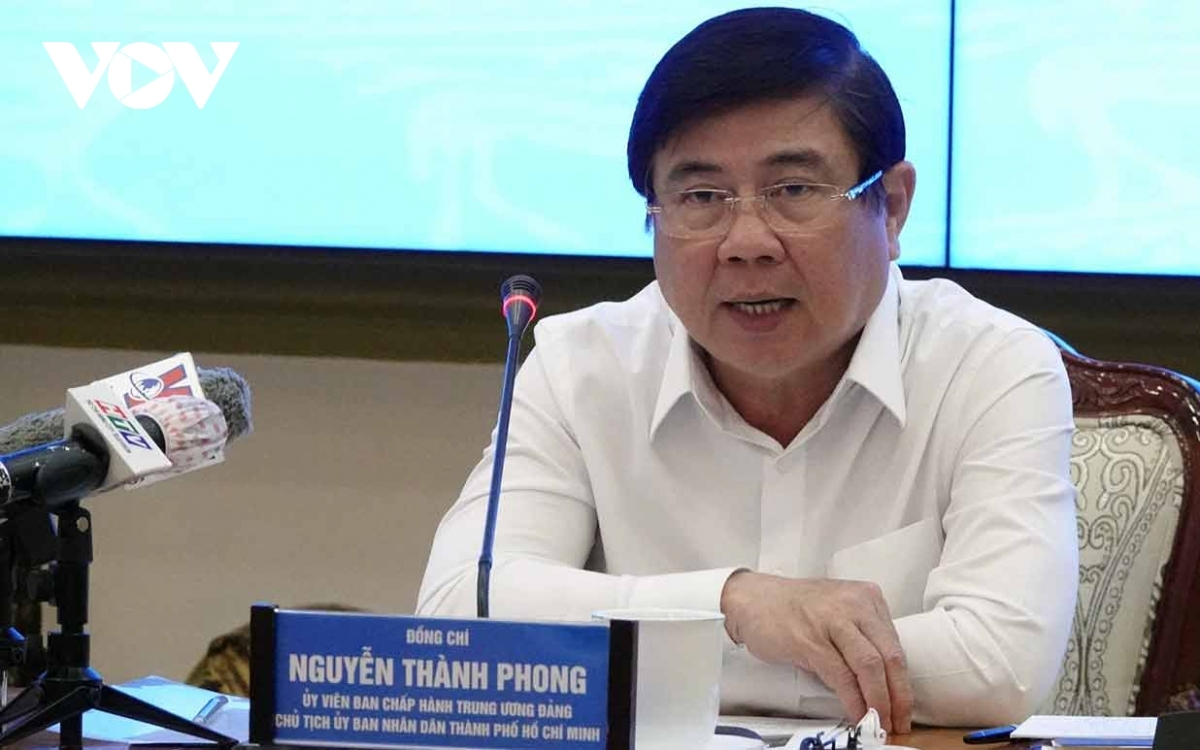 Nguyen Thanh Phong, Chairman of the Ho Chi Minh City People's Committee speaks at the meeting