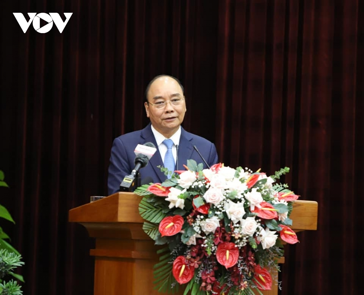 President Nguyen Xuan Phuc make his first visit to Da Nang and Quang Nam after he was elected State President.