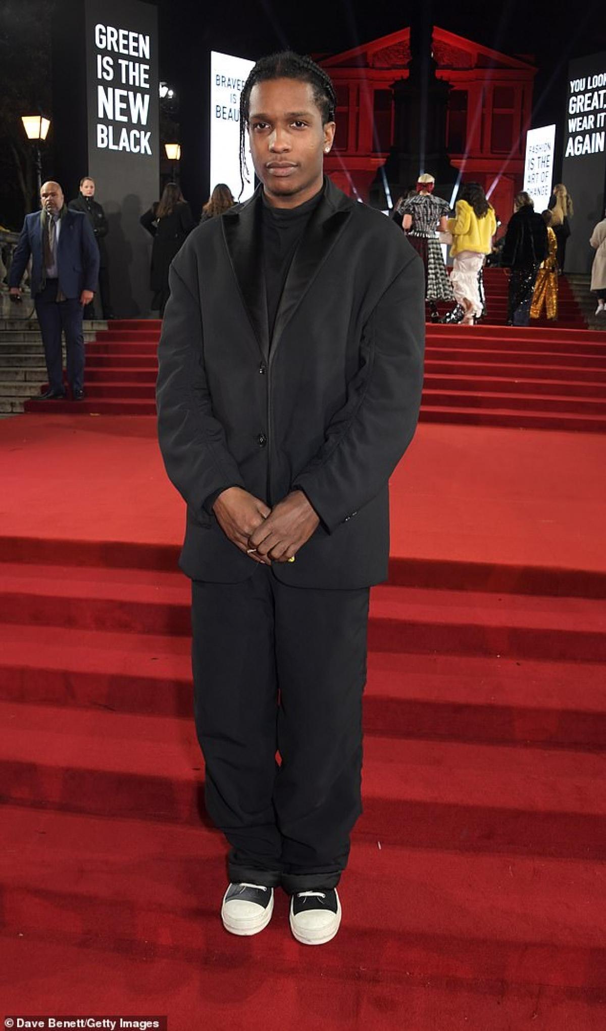 Trong video của GQ, A$AP Rocky cho biết, Rihanna là người nghiêm túc trong công việc.