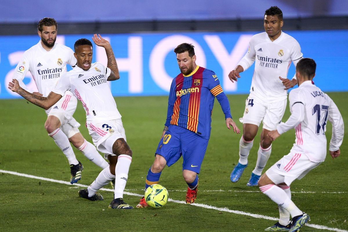 Messi cùng đồng đội ở Barca nỗ lực nhưng không gặp may. (Ảnh: Getty).