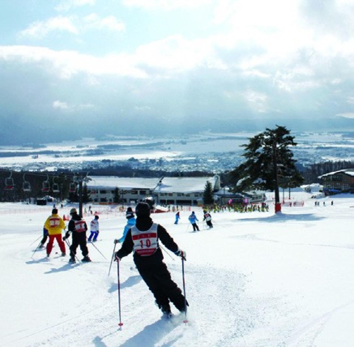 """Trượt tuyết cũng là một """"đặc sản"""" tại Fukushima. Tại đây có Công viên trượt tuyết và resort Alts - một trong những khu nghỉ dưỡng trượt tuyết lớn nhất vùng Tohoku, với 29 sân trượt được chia theo độ dốc và mức thử thách khác nhau."""